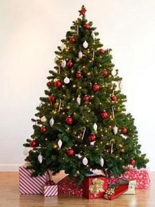 Как красиво нарядить елку в духе европейского Рождества