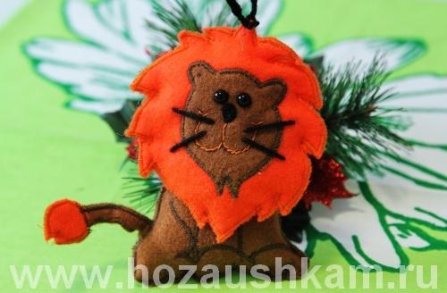 Новогодняя игрушка из фетра – львенок фото 24