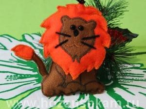 Новогодняя игрушка из фетра – львенок