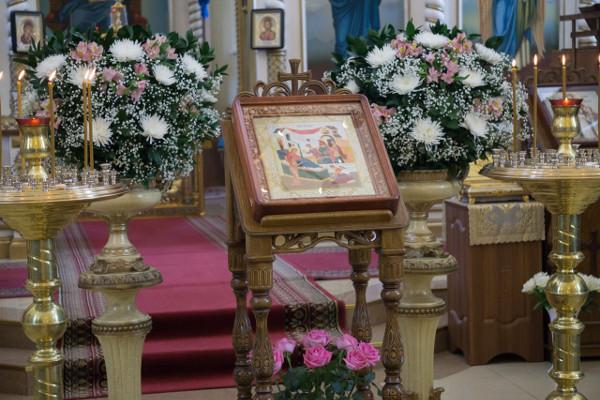Украшение иконы Пресвятой Богородицы