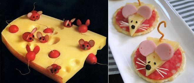 Кусок сыра с мышками